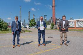 Gunvor Raffinerie Ingolstadt erhält Urkunde zum Umwelt- und Klimapakt Bayern