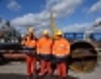 Dr. Reinhard Brandl, MdB, und Landrat Anton Knapp bei der TÜV-Revision in der Raffinerie